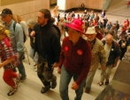 crowd-going-to-gov-office-thumb.jpg